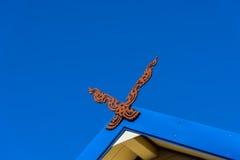 Het Thaise klassieke noordelijke dak van de stijlgeveltop met blauwe hemelbackgrou Royalty-vrije Stock Foto