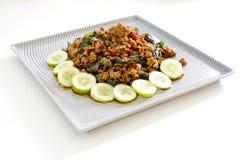 Het Thaise kruidige vlees van het voedselbasilicum braadde recept (Krapao Mooi) op vierkant Royalty-vrije Stock Afbeeldingen