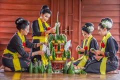 Het Thaise noordoostelijke de rijst aanbieden en slinger van Phutai traditionele Royalty-vrije Stock Fotografie