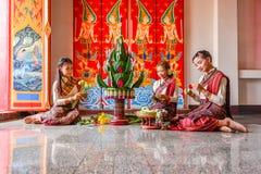 Het Thaise noordoostelijke traditionele rijst aanbieden en slinger Stock Fotografie