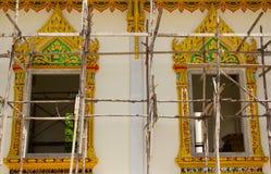 Het Thaise Ontwerp van het Patroon op muur Stock Foto's