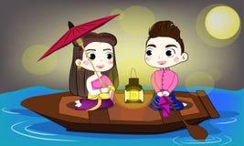 Het Thaise paar heeft zoet ogenblik in de kleine boot Stock Foto