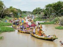 Het Thaise paraderen van kaarsen aan tempel Stock Foto