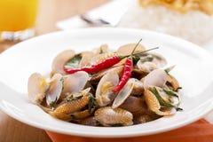 Het Thaise voedsel beweegt Gebraden Tweekleppige schelpdieren Stock Fotografie
