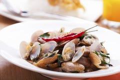 Het Thaise voedsel beweegt Gebraden Tweekleppige schelpdieren Stock Foto