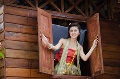 Het Thaise vrouw traditioneel kleden zich stock afbeeldingen