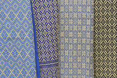 Het Thaise zijde hangen in een box op een markt. Royalty-vrije Stock Fotografie