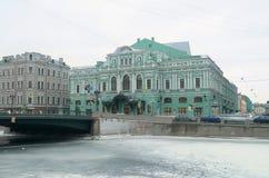 Het theater die op de waterkant voortbouwen Stock Afbeeldingen