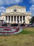 Het theater van Bolshoi in Moskou Blauwe Hemel met Wolken Stock Foto's