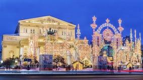 Het Theater van Bolshoi van de Kerstmisdecoratie in Moskou, Rusland stock foto