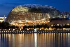 Het Theater van de promenade op de Baai bij schemer Royalty-vrije Stock Fotografie