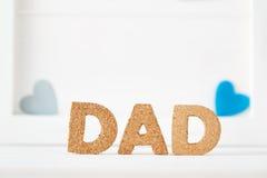 Het thema van de vaderdagviering met DAD brieven royalty-vrije stock afbeelding