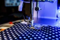 Het thema van handwerk, het naaien, kleermakerij, naaimachine Stock Afbeeldingen