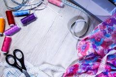 Het thema van handwerk, het naaien, kleermakerij, naaimachine Royalty-vrije Stock Afbeeldingen