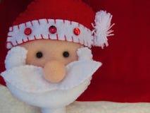 Het thema van het Kerstmisseizoen met Santa Claus op rode achtergrond royalty-vrije stock afbeeldingen