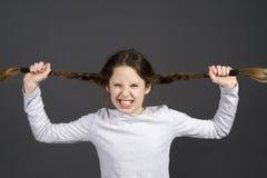 Het tienermeisje is gek over school royalty-vrije stock afbeelding