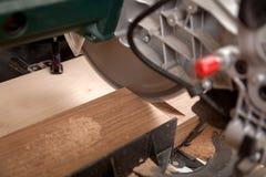 Het timmermanswerk met houten stock foto