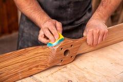 Het timmermanswerk met houten stock fotografie