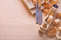 Het timmerwerk van het Copsypacebeeld beitelt houten planken royalty-vrije stock foto's