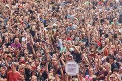 Het toejuichen menigte bij de openingsceremonie van 23ste Woodstock-Festivalpolen Royalty-vrije Stock Foto's