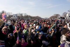 Het Toejuichen van de menigte voor Obama stock foto