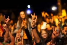 Het toejuichen van menigte voor stadiumlichten Royalty-vrije Stock Foto's