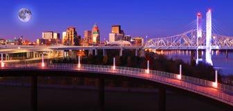 Het toenemen maan over Louisville, Kentucky royalty-vrije stock fotografie