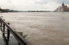Het toenemen Water en het Parlement, Boedapest Stock Afbeeldingen