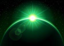Het toenemen zon achter de groene planeet - Stock Afbeeldingen