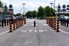Het toenemende intrekbare EINDE van verkeersmeerpalen Stock Foto's