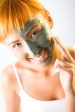 Het toepassen van het masker van de huidzorg Stock Foto