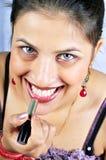 Het toepassen van lippenstift stock foto's