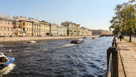 Het toeristenseizoen op Fontanka Royalty-vrije Stock Foto's