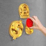 Het toestel van de handholding om met de toestellen van het muntsymbool te combineren Stock Foto