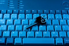 Het toetsenbord en de sleutel van de computer Stock Afbeeldingen