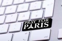 Het toetsenbord met bidt voor de tekst en het symbool van Parijs Royalty-vrije Stock Fotografie