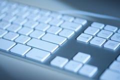 Het toetsenbord van de computer in blauw Stock Fotografie