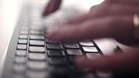 Het toetsenbord van de computer De Camera is in Motie - op Dolly stock footage