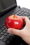 Het Toetsenbord van de computer en rode appel Stock Foto's