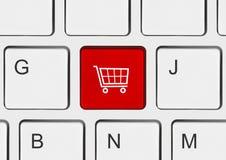 Het toetsenbord van de computer met het winkelen sleutel Stock Afbeelding