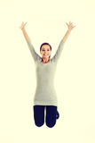 Het toevallige vrouw springen Stock Fotografie