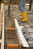 Het toevoegen van Beton aan een Huisstichting stock fotografie