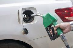 Het toevoegen van brandstof stock fotografie