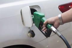 Het toevoegen van brandstof royalty-vrije stock foto