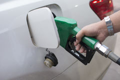 Het toevoegen van brandstof royalty-vrije stock foto's