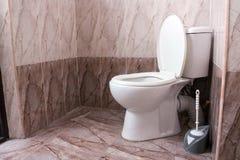 Het toilet van het huistoilet stock foto