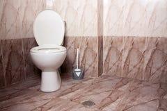 Het toilet van het huistoilet royalty-vrije stock fotografie