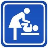Het toiletteken van de moeder Stock Foto