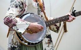 Het tokkelen van een oude banjo Royalty-vrije Stock Fotografie