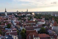 24-27 08 2016 het Toneelpanorama van de de zomer mooie luchthorizon van de Oude Stad in Tallinn, Estland Stock Foto's